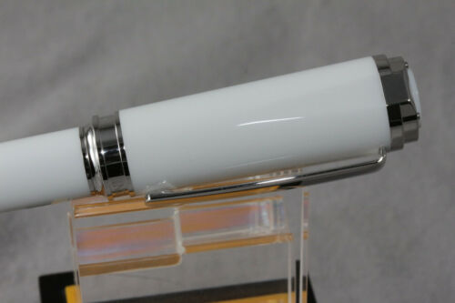 INVICTA AKULA TWIST ACTION BALLPOINT PEN WHITE//CHROME TRIM BRAND NEW IN BOX