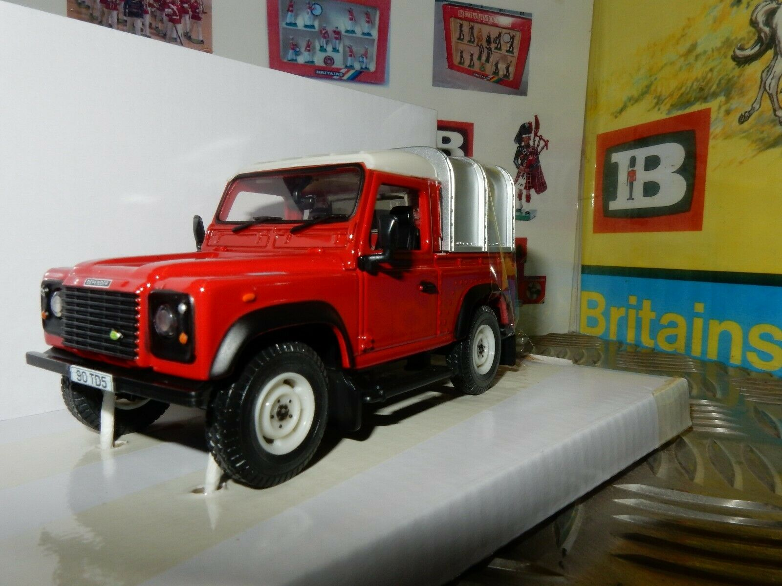 BRITAINS toytrac 2019 Show Model Land Rover Defender 90 1:32 SCALE limited 50pcs