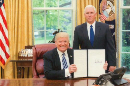 Postcard White House Trump /& VP Mike Pence in Oval Office President Donald J