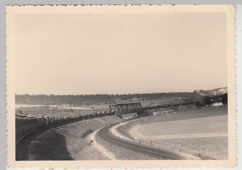 (F27453) Foto langer Militär-Zug ü. Brücke, Fahrt v. Bayrischzell n. München '37