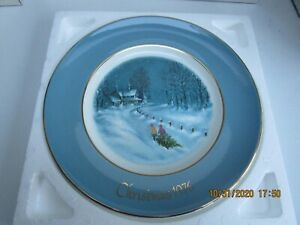 1976-Avon-Christmas-Collector-Plate-3rd-Edition-Bringing-Home-the-Tree
