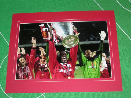 Dwight Yorke Signed & Mounted Manchester United 1999 European Cup Final Photo