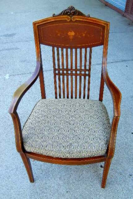 VINTAGE OUTSTANDINNG MAHOGANY ARMCHAIR WITH INLAY