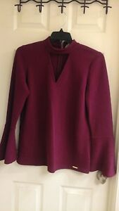 Michael-Kors-women-039-s-size-medium-burgundy-blouse-key-hole-front-NWT-110