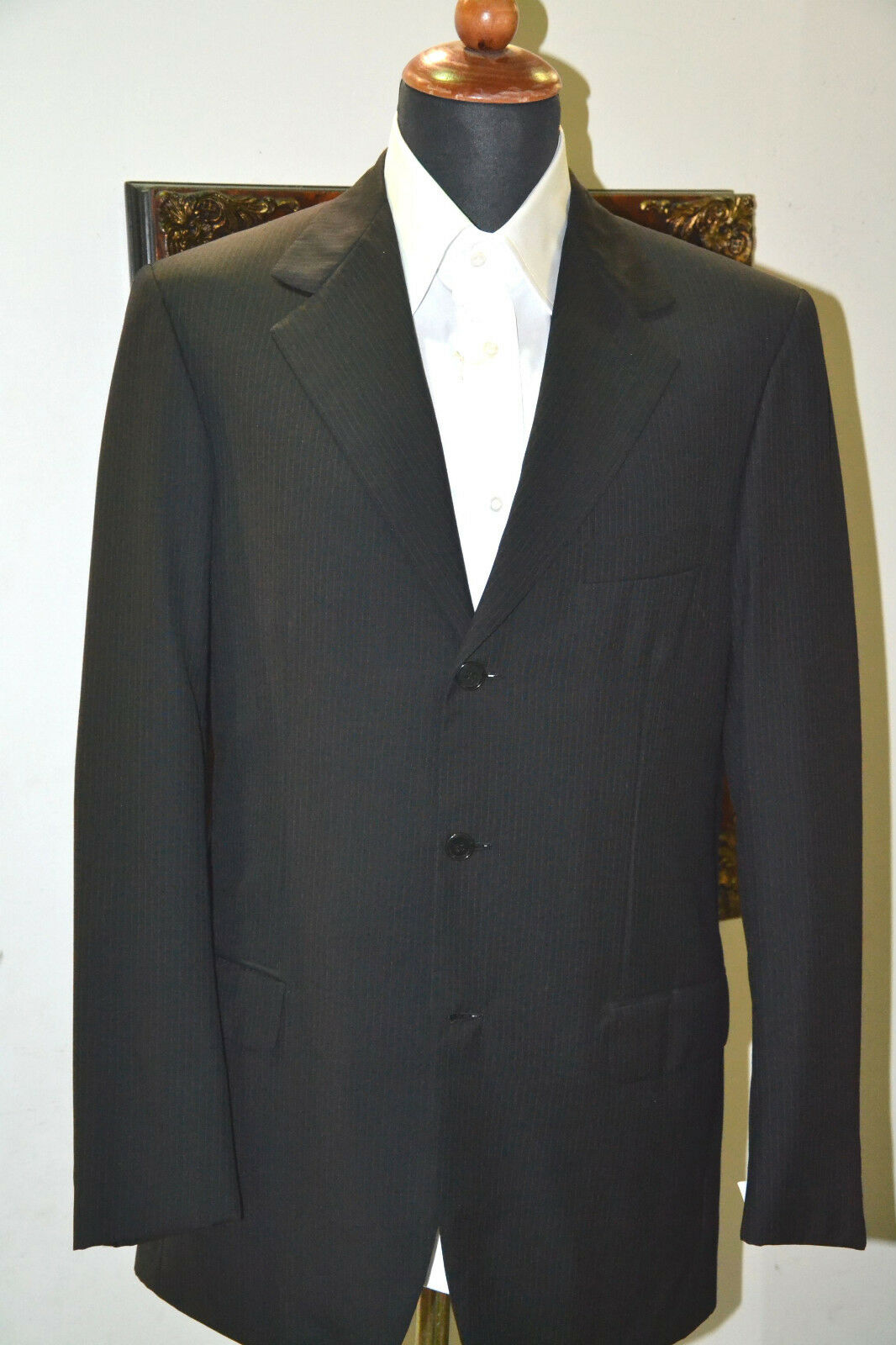 NEW  BRIONI  SUIT  100% Wool    SIZE 38  us 48   eu  Made in