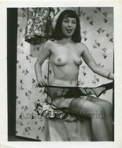 Sexy-nude-woman-taking-off-garter-belt-vintage-pinup-photo