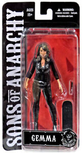 Gemma-Teller-Morrow-Bloody-Exclusive-Katey-Segal-Sons-of-Anarchy-Figur-Mezco