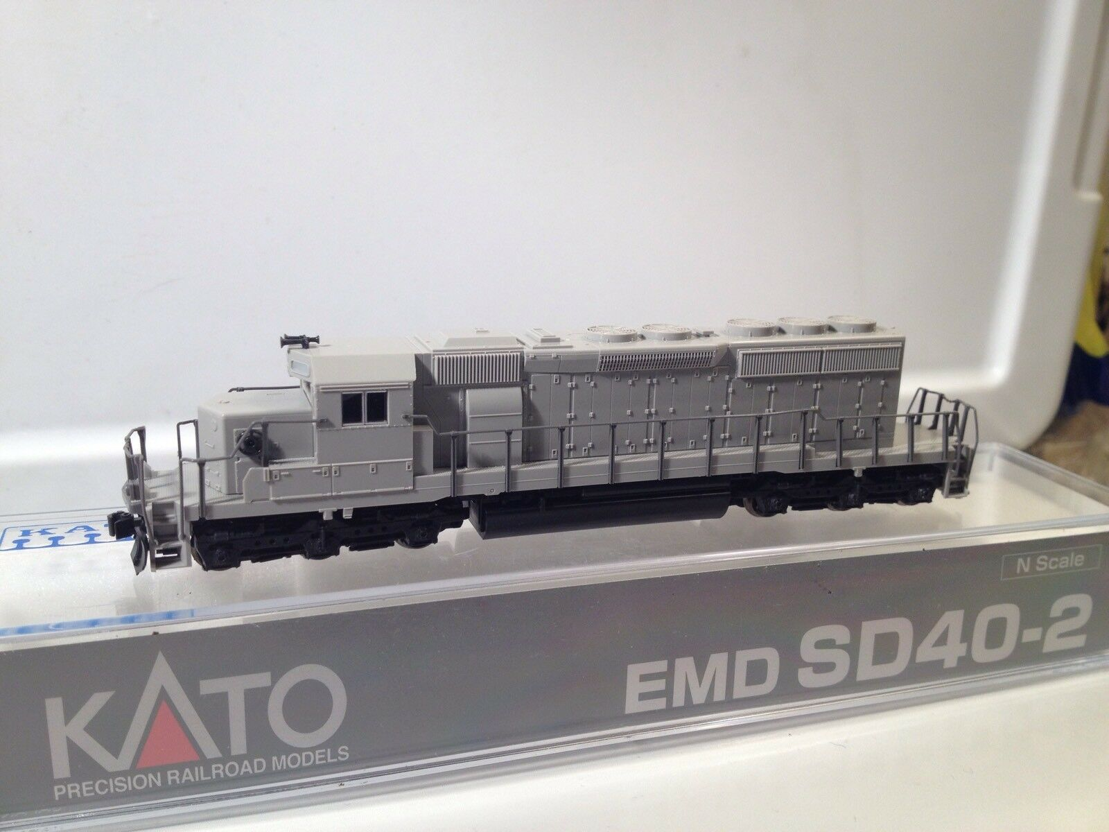 Kato N Scale Undecorated Undecorated Undecorated SD40-2 Mid Production Version MIB fcdd93