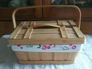 Vintage-Sewing-Basket-10-x-7-x-5-with-Embroidered-Liner-NICE