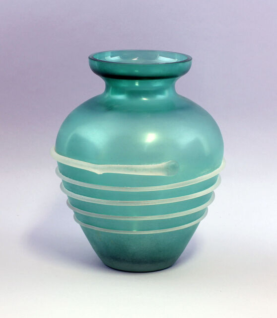 Green Vase with aufgelegtem Glasfaden 99835056