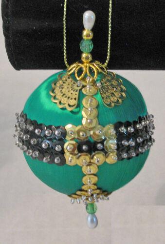 "sequins /""Elfin/' Fun/"" kit makes 2 Ornaments green satin ball findings"