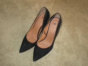 H\u0026M faux black suede pumps with 4 1/4