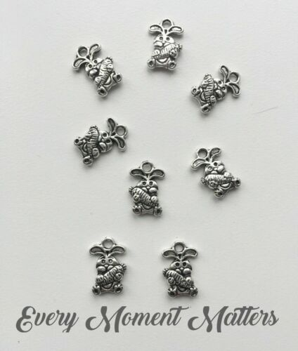 10 x Tibetan Silver RABBIT EASTER RABBIT WITH CARROT Charms Pendant Beads