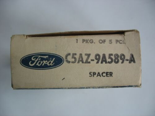 New NOS OEM Ford Spacer #C5AZ9A589A CARBURETOR TO INTAKE MANIFOLD Qty.1