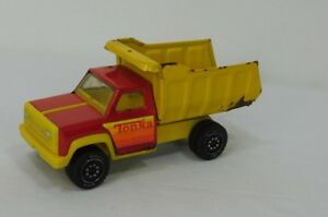 Vintage-Pressed-Steel-Red-and-Yellow-Tonka-Dump-Truck