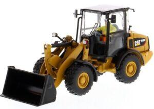 Dcm85557 - Caterpillar 906m Sur Pneus Accompagné D'une Figurine Et Boite E