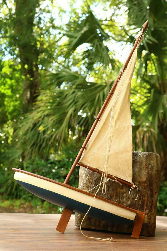 Pond Racer Model Sail Boat Yacht Hand Made Ship Nautical Decor Toy Estate DE