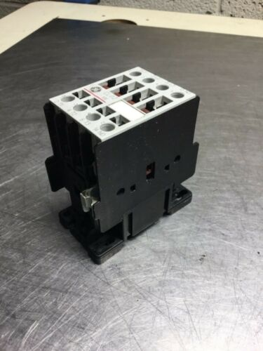 General Electric General Purpose Contactor 120V Coil CL02 // CL02A310T Used