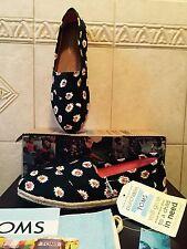 NIB TOMS WOMEN CLASSIC SLIP-ON SHOES BLACK DAISY Espadrille Floral Flat SIZE 9.5