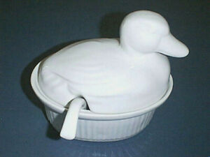 White-DUCK-Calif-Pottery-Covered-Gravy-Boat-Sauce-Dish-with-Ladle-Oven-Proof