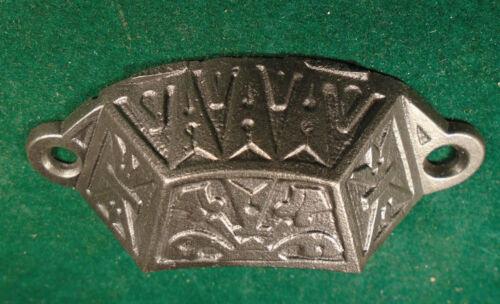7762 CAST STEEL VINTAGE CIRCA 1880 EASTLAKE DRAWER BIN PULL