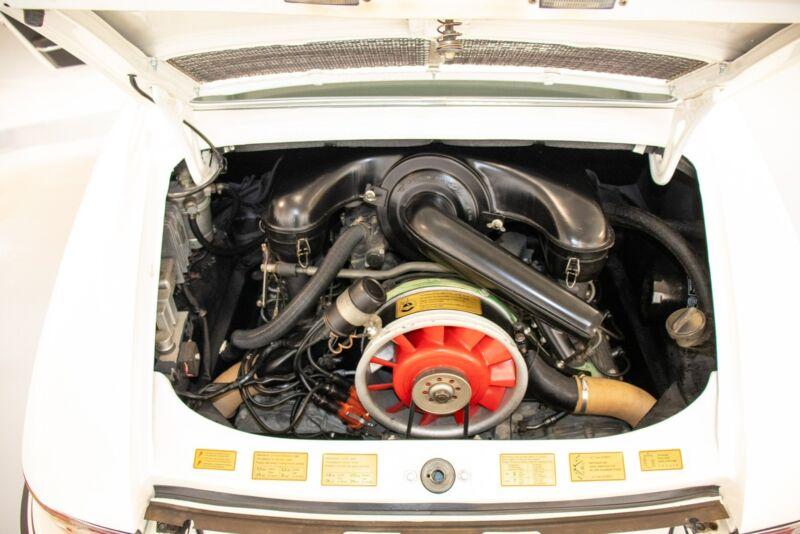 Porsche 911E Coupé - 12