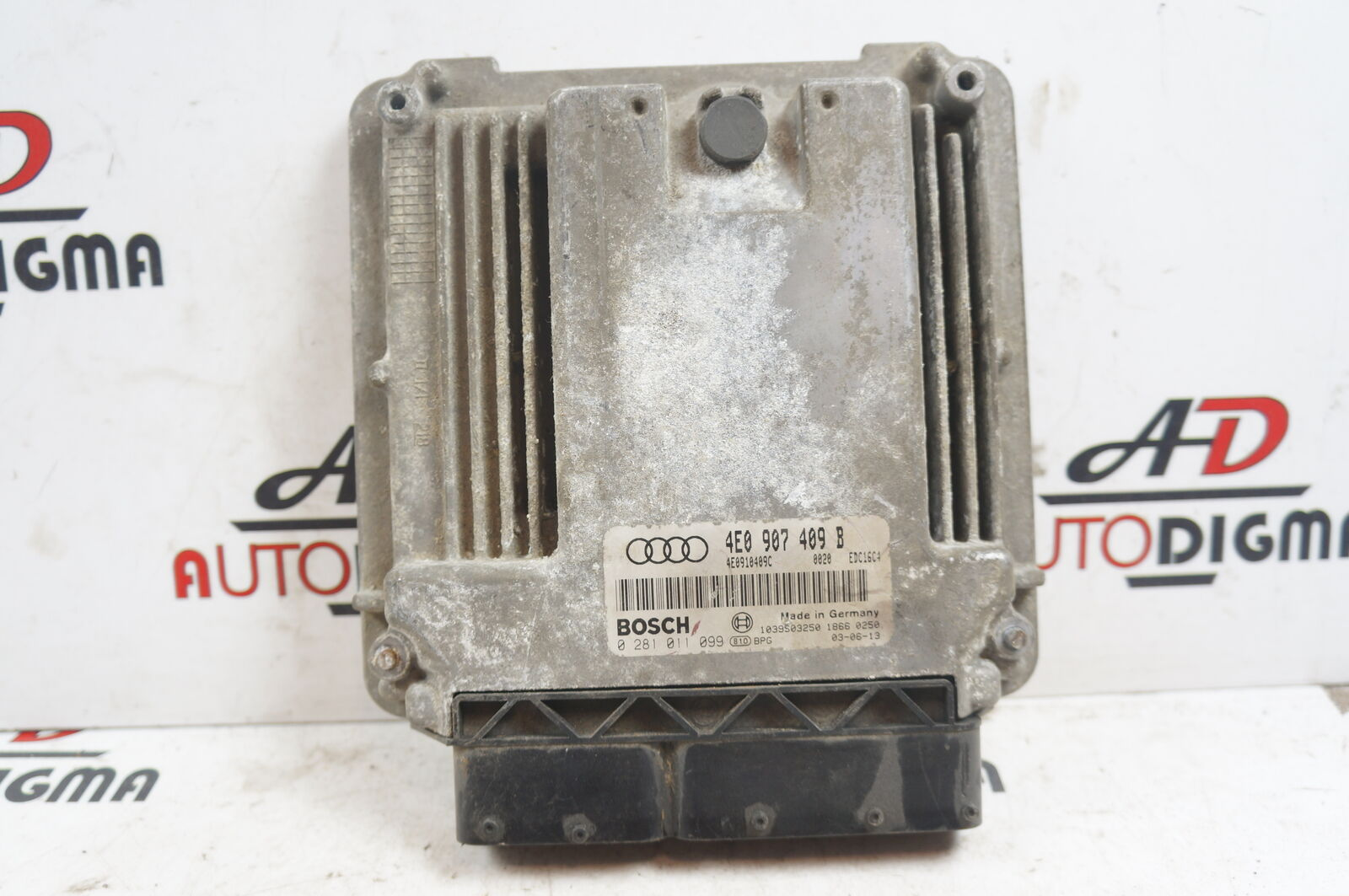 AUDI A8 (4E, D3) Engine Control Unit 4E0907409B