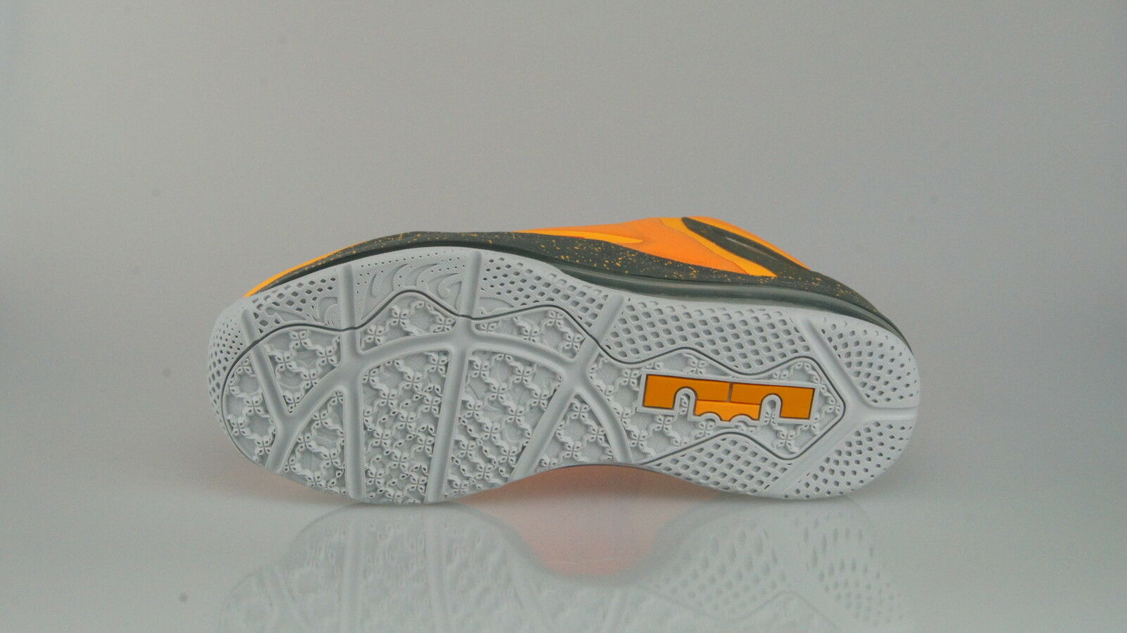 NIKE AIR MAX (9US) LEBRON XI LOW Size 42,5 (9US) MAX 397a92