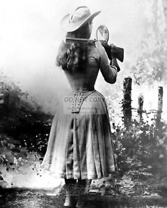 ANNIE-OAKLEY-AMERICAN-SHARPSHOOTER-EXHIBITION-SHOOTER-8X10-PHOTO-FB-576