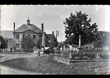 VILLENEUVE-sous-FERE-en-TARDENOIS (02) CHEVAUX à l'ABREUVOIR ,MONUMENT aux MORTS