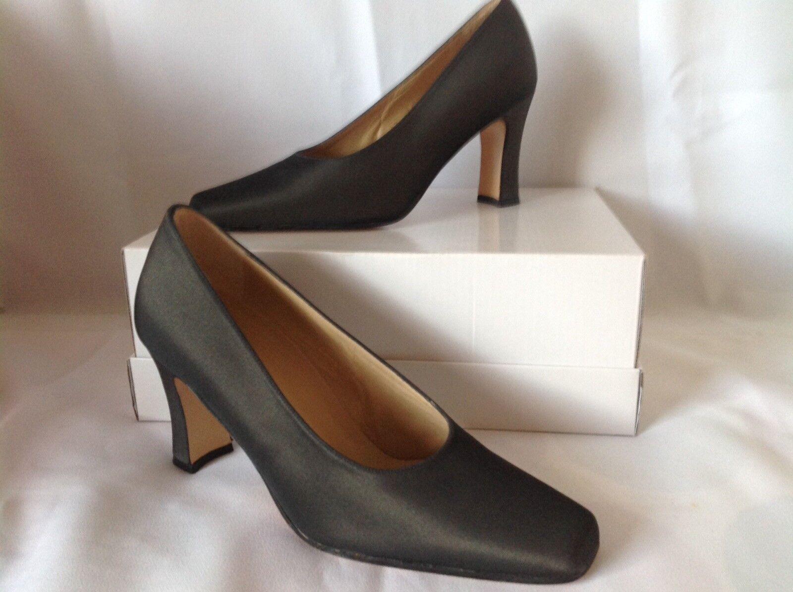 Lodi Court shoes, Size 36.5 Uk 3.5, Brand New. Pewter Colour. Designer