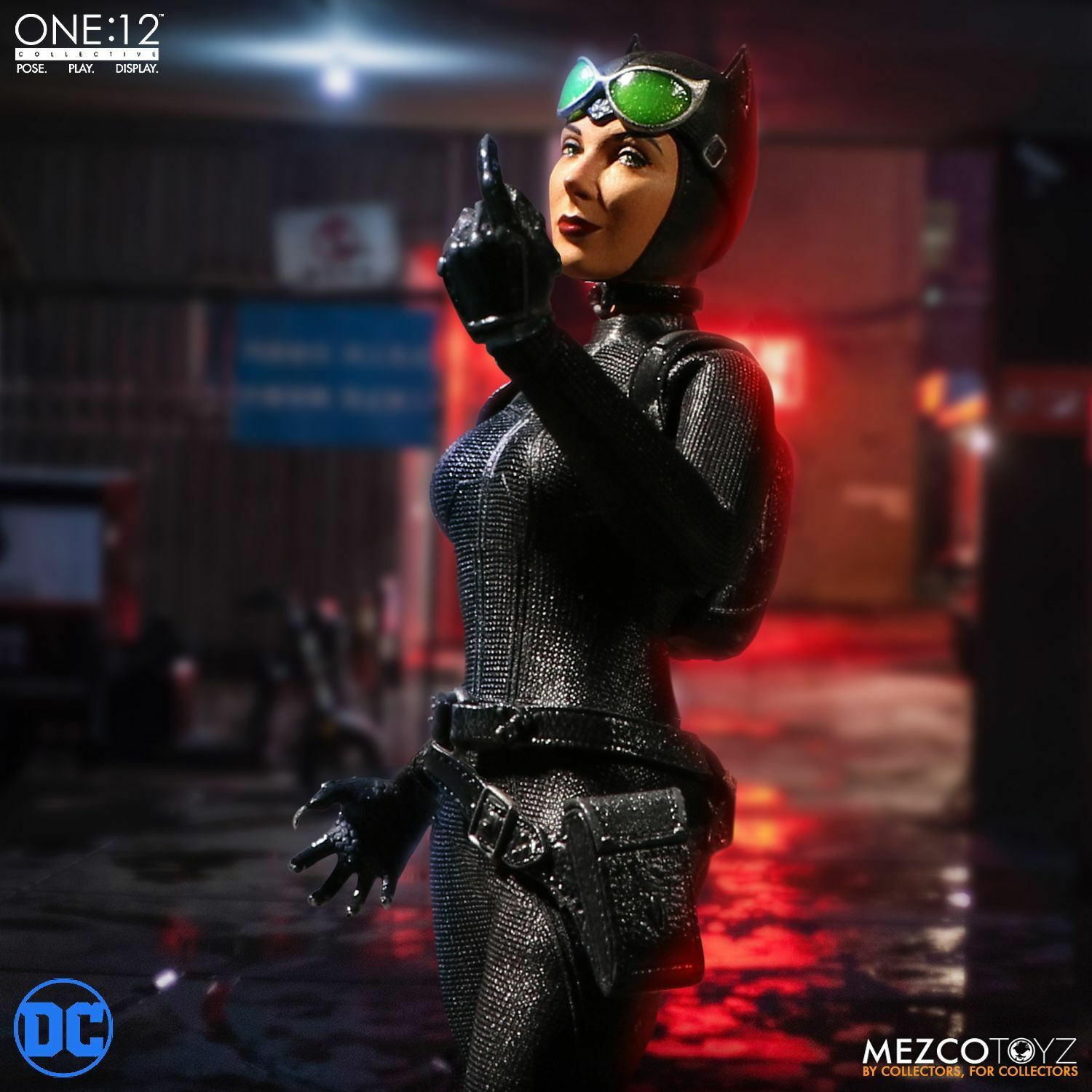 Mezco Spielzeugz One 12 Collective DC Comics Catwoman 1 12 Scale 6  Figure In Stock