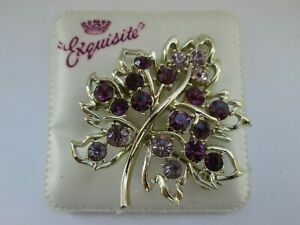 Vintage-Exquisite-Gold-Tone-Amethyst-Tone-Rhinestone-Flower-1970s-Brooch-Pin