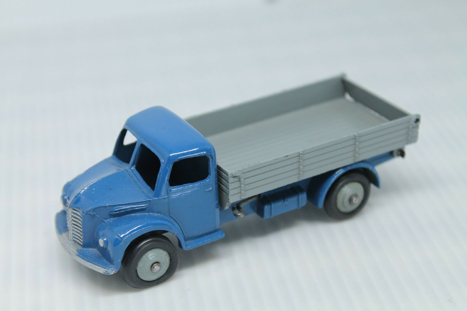 DINKY TOYS 414   Dodge Rear Tipping wagon  bleu gris  1 43  vous rendre satisfait