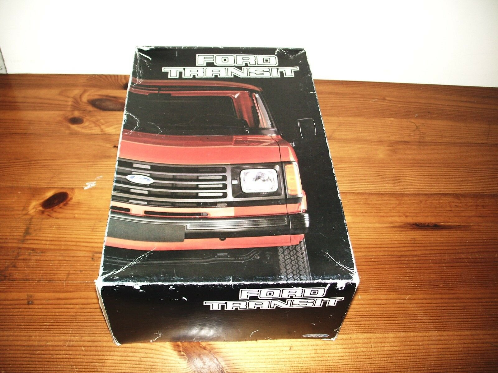ESCI 1 24 FORD TRANSIT VAN MODEL KIT - 1984