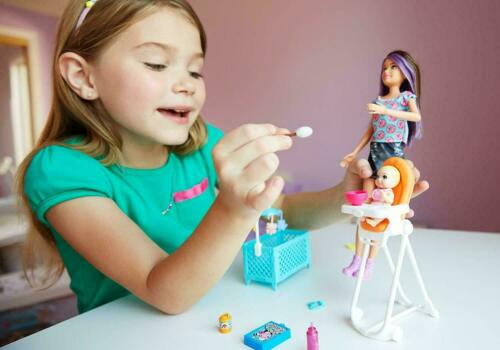 Barbie FHY98 FAMILY Babysitter Brunette Doll with Baby and Accessories