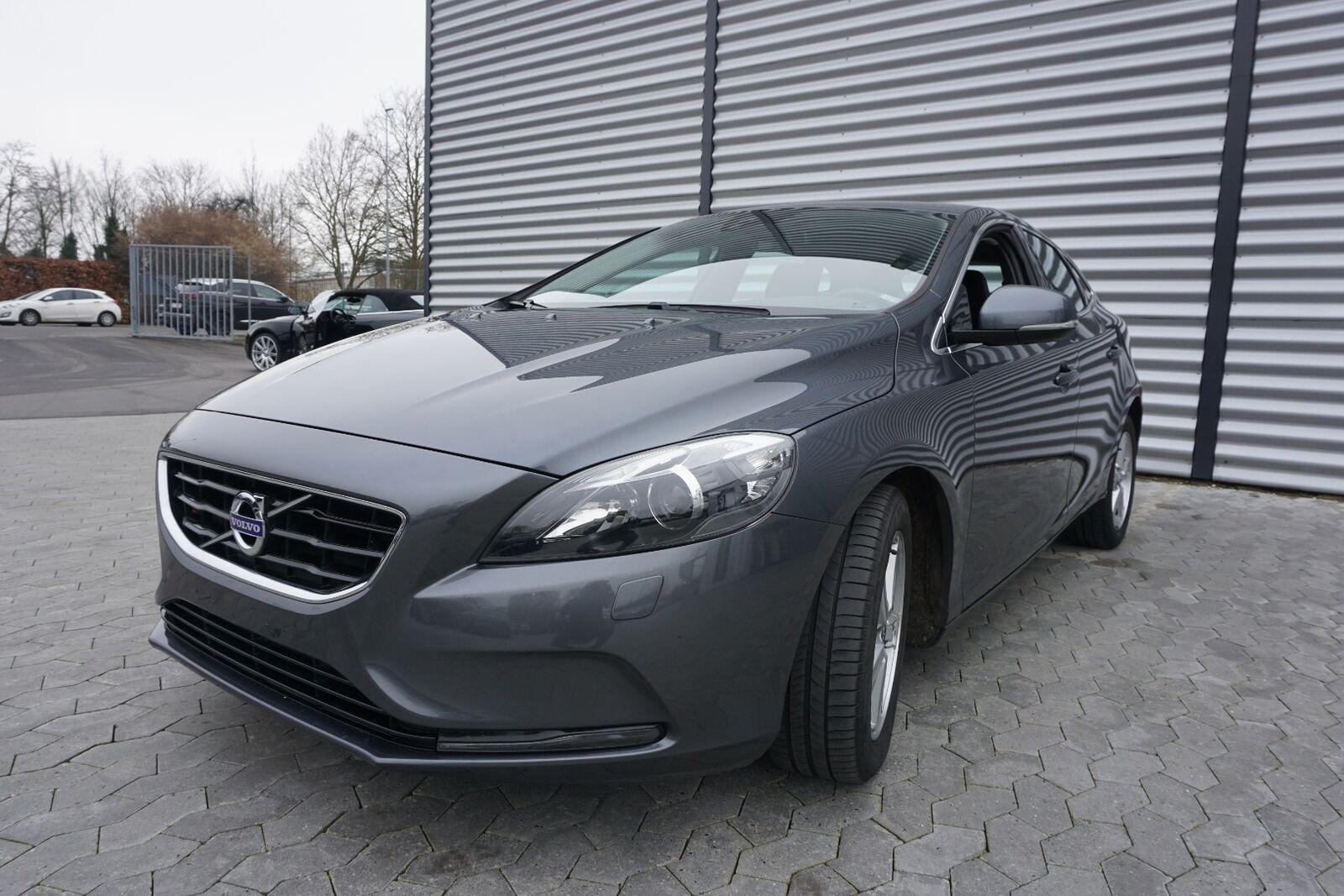 Volvo V40 1,6 D2 115 Momentum 5d - 129.900 kr.