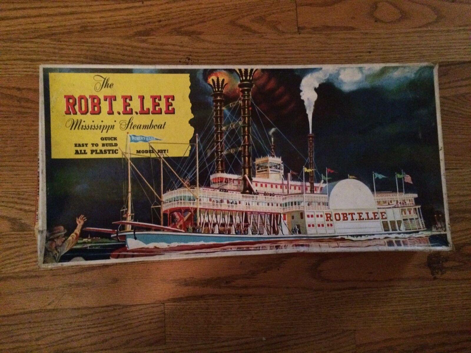 PYRO Plastics The Mississippi Steambåt Robert E Lee Plastic Model Kit Box