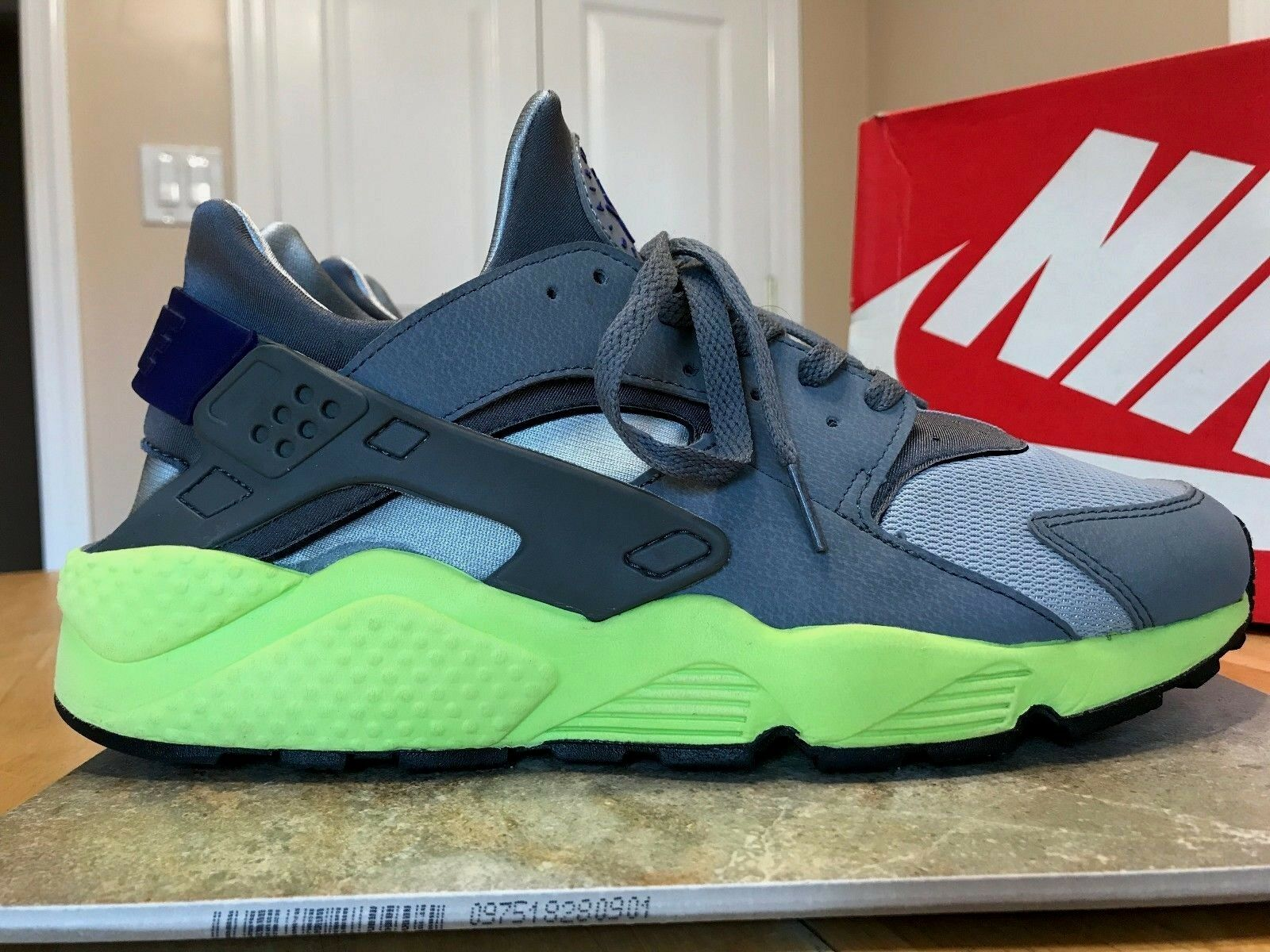 NIKE AIR HUARACHE SIZE 12 MEN'S SNEAKERS  2014 318429 004 WOLF GREY VOLT CONCORD