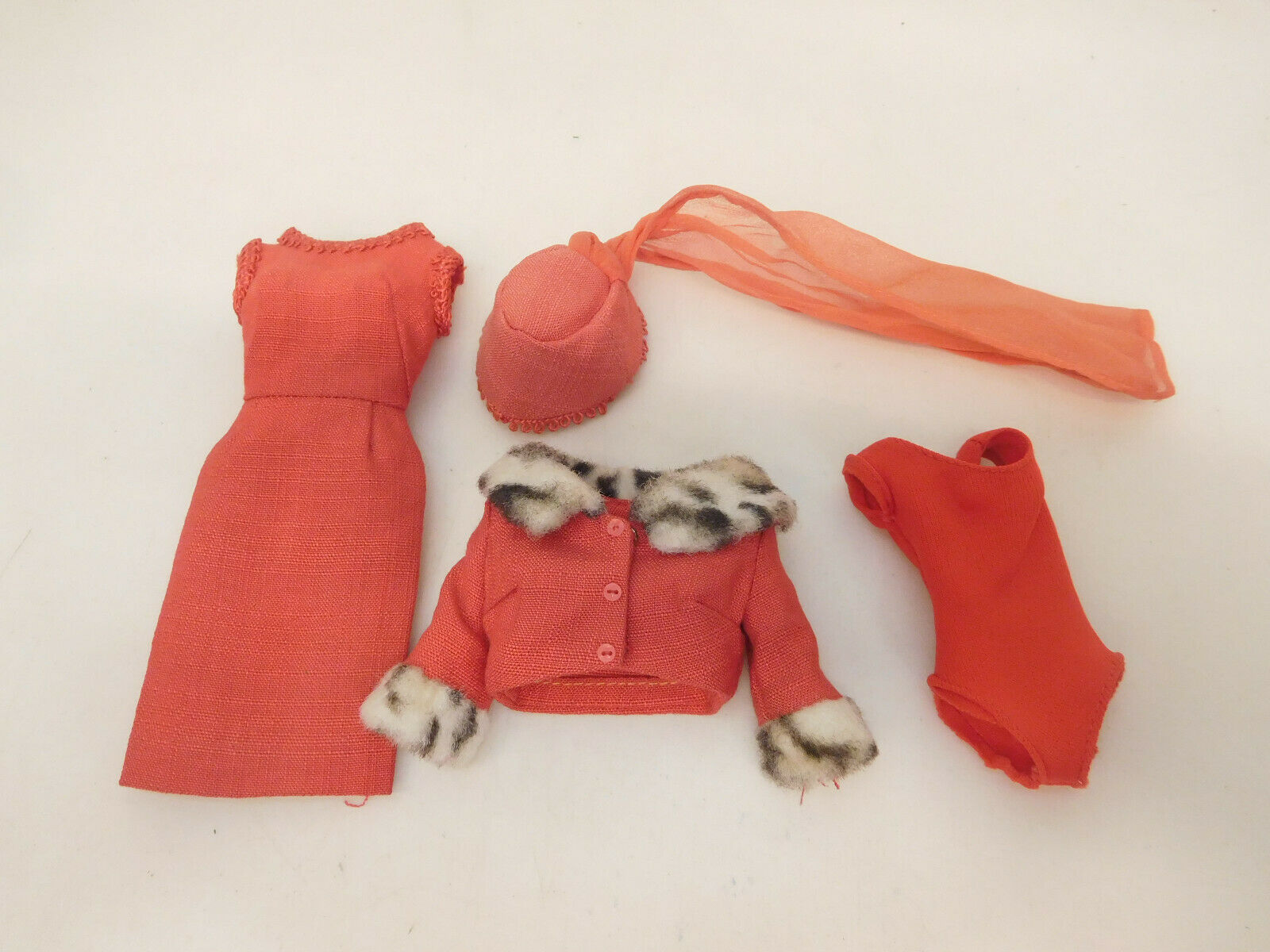 X-63920  più obsoleto outfit Barbie, senza confezione originale,  ultimi stili
