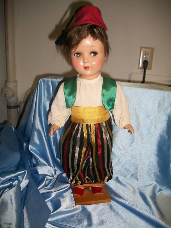 Vintage 17  Muñeca Alemana Floreada ojos de plástico duro Muy Raro