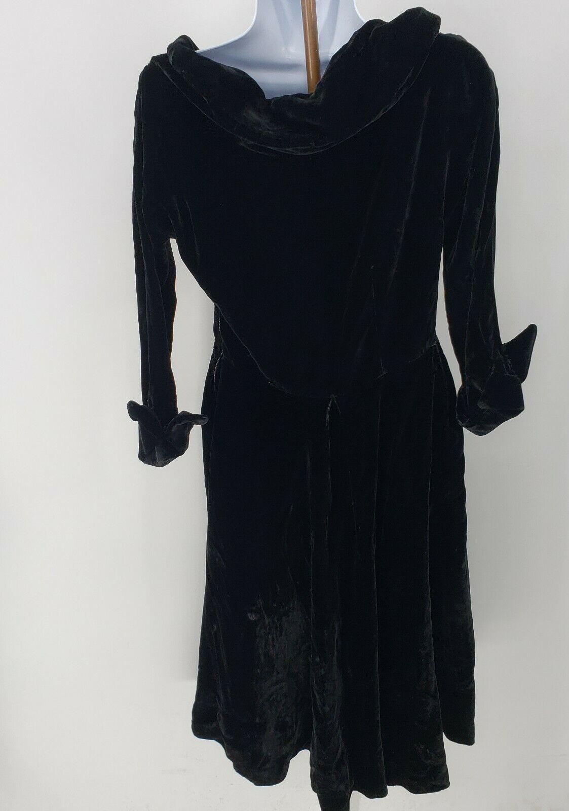 Ceil Chapman Collared Black Velvet Gown  Peplum T… - image 3