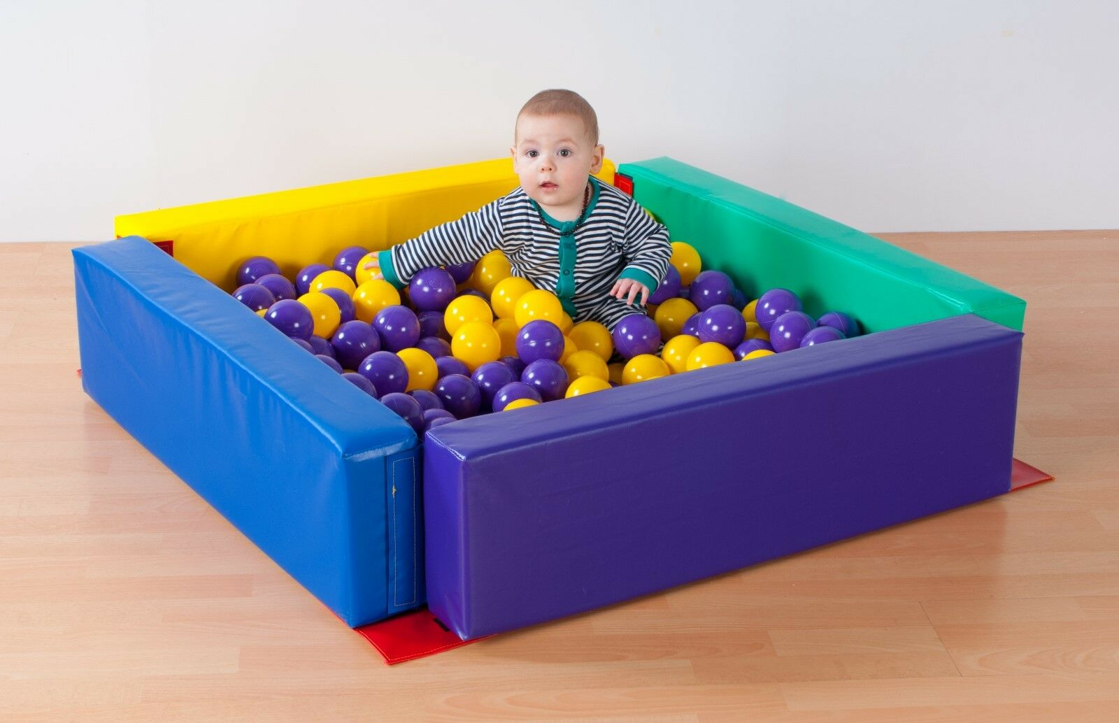 Soft Play Toddler ballpit & Store Sac.