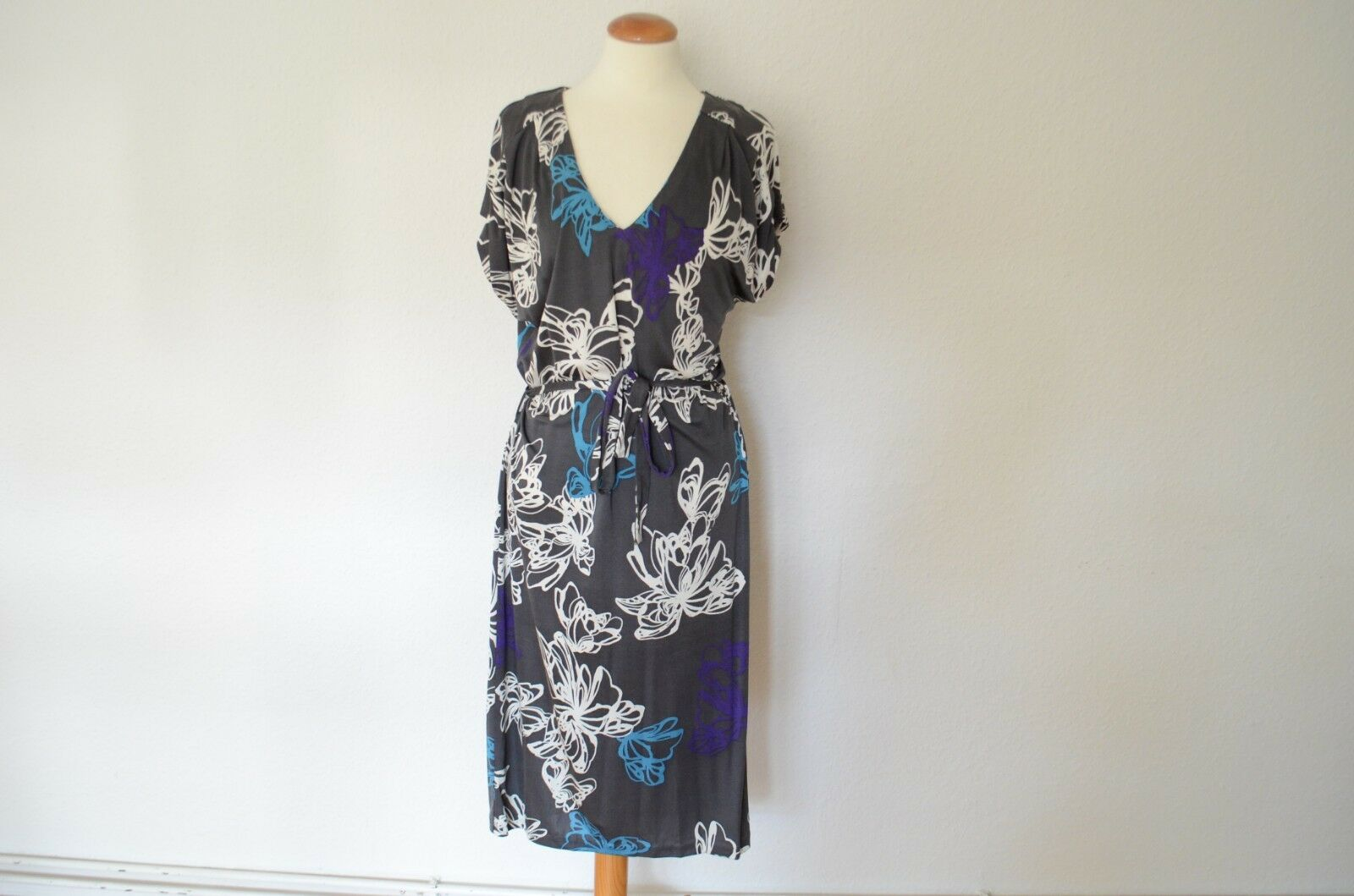 HUGO BOSS Jersey Kleid mit Gürtel wie NEU  M 38 100% Seide knielang