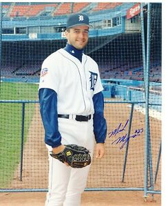 MIKE  MYERS    DETROIT  TIGERS    SIGNED 8X10