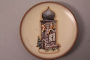 Goebel-Hummel-Hum-888-Bell-Tower-Call-To-Worship-Mini-Plate-Plate-Series