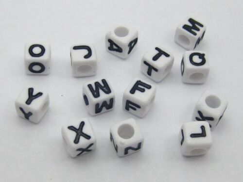 Assortiment de 250 Noir Blanc Alphabet Lettre Acrylique Cube poney perles 6X6mm