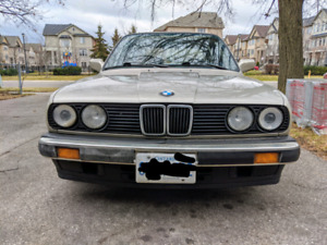1988 BMW E30 325i Sedan