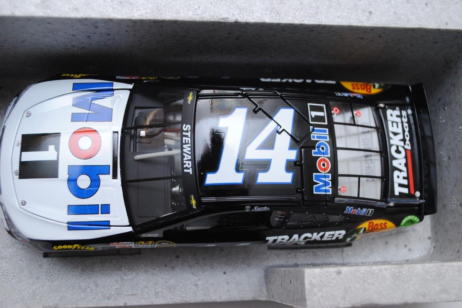 NIB 2015 TONY STEWART STEWART STEWART HAAS LIONEL RACING 1 24 MOBIL 1 NASCAR DIECAST CAR b91b2e