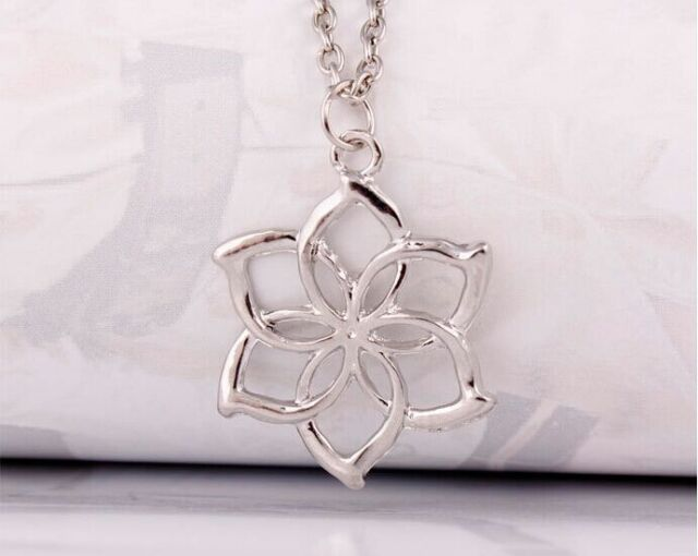 Classic lord of the rings elves galadriel queen hobbit flower classic lord of the rings elves galadriel queen hobbit flower pendant necklace aloadofball Images